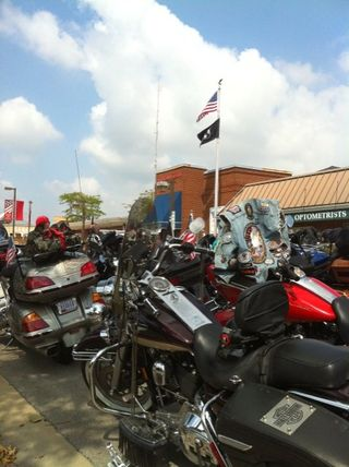 Downtown Effingham, IL held a fantastic lunch. The town square was packed with bikes