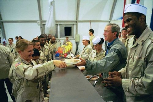 7_gwb_serves-troops-thanksgiving-2003