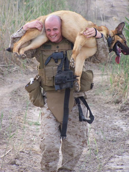 Chris and Lucca in Iraq (2)